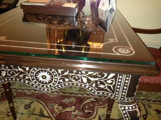 The Leela Palace New Delhi: Exquisite mother of pearl detail room desk