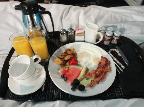 W Montreal: Breakfast in bed