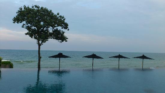 V Villas Hua Hin, MGallery by Sofitel: Private Beach beside pool