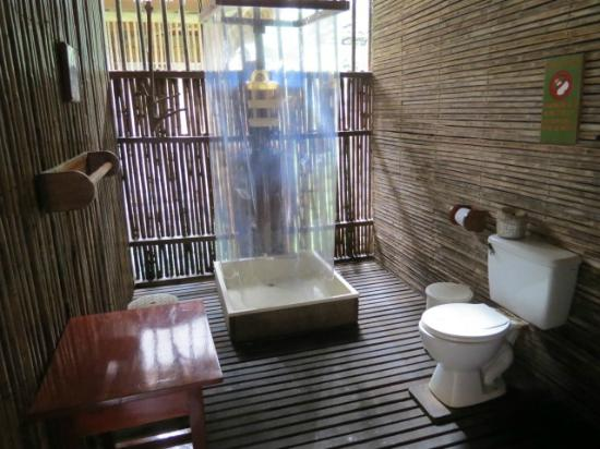 Tambopata Research Center: the bathroom