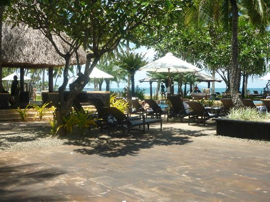 The Westin Denarau Island Resort & Spa Fiji: a place to relax and drink a cocktail