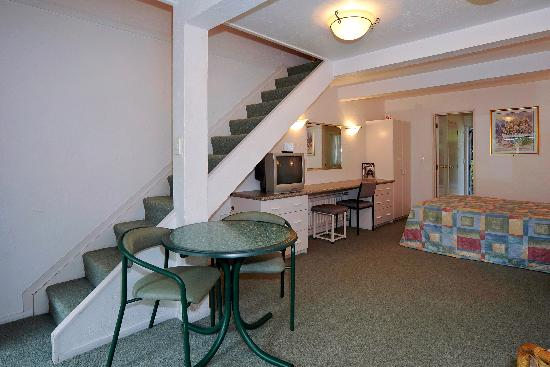 Midway Motel: one bedroom apartment