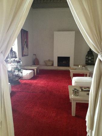 Hotel & Spa Riad Al Jazira : Sala de lectura y Tv