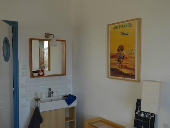 chambre bleu marine - Picture of La Maison Bleue, Douarnenez ...