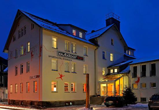 Outdoor Inn Sporthotel : Außenansicht Winter