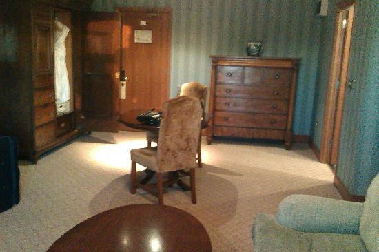 Killashee  - Hotel Spa Leisure: Decrepid furniture.