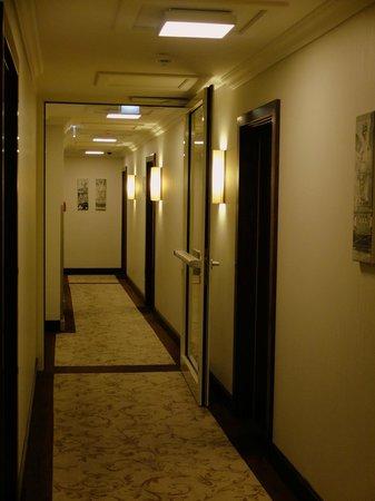 The Ring Hotel: Коридор