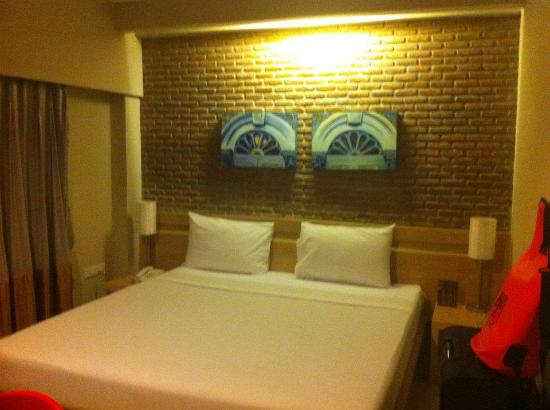 Chinotel Phuket: Bed.