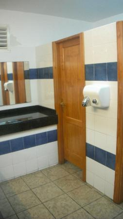 Apartamentos Jable Bermudas: Public bathroom
