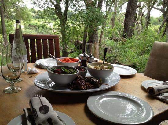 Dulini Leadwood Lodge: lunch on balcony