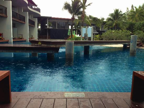 Holiday Inn Krabi Ao Nang Beach: Pool access