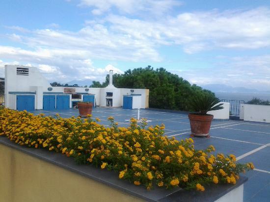 Terrazza con barbecue - Picture of Villa Mira Capri, Procida Island ...