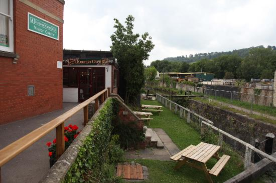The Lockkeeper's Cafe and Bar: nestled just behind the Costwold Canal Trust office by the canal