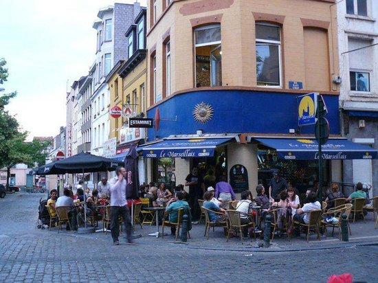 Le bar picture of le marseillais du jeu de balle for Le comptoir du meuble bruxelles