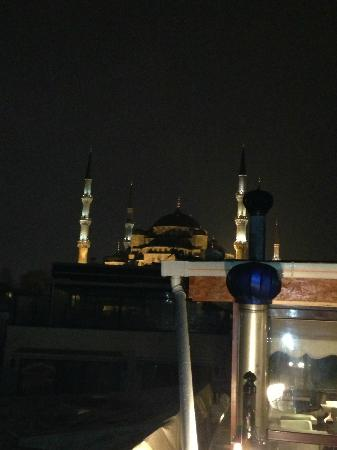 Angel's Home Hotel: Sultan Ahmet at night from the Terrace