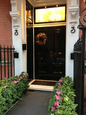 The Athenaeum Hotel & Residences: Entrada al apartamento