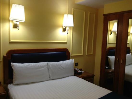 Lancaster Gate Hotel: Detalle de la cama y habitación