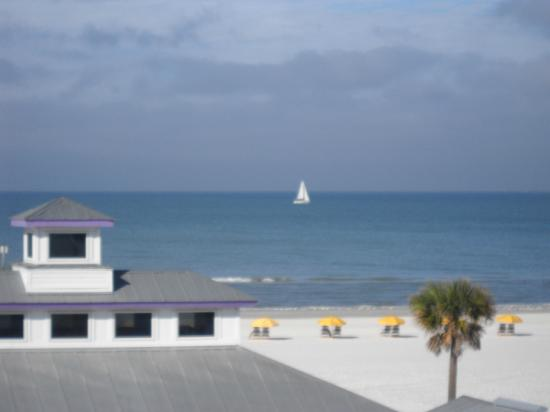 Palm Pavilion Inn: View from our 3rd Floor Ocean Side Room