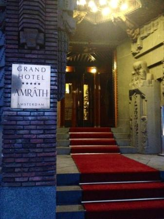 Grand Hotel Amrath Amsterdam: Red carpet welcome!