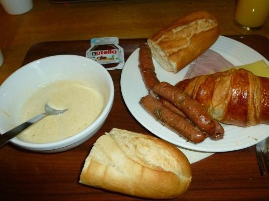 Kyriad A Disneyland Paris: selection of breakfast items