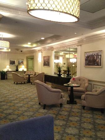 Warwick New York Hotel: 2nd floor lobby