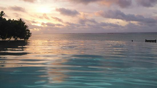 Pacific Resort Aitutaki: early sunset from the horizon pool - grey, then purple then gold a photographers delight