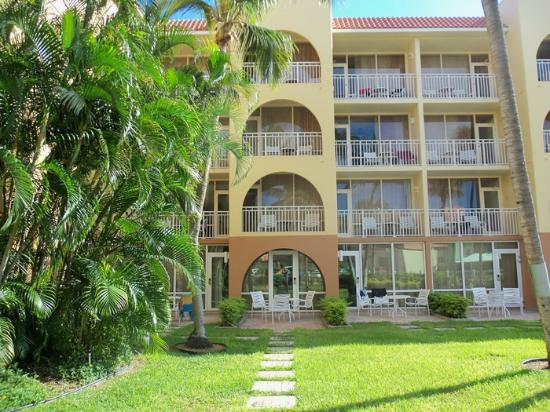 La Cabana Beach Resort & Casino: Our room patio on the ground level