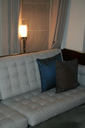 Royalton New York Hotel: couch area