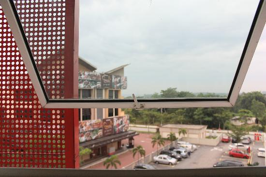 Tune Hotel Danga Bay: Double Room - View From Hotel Room