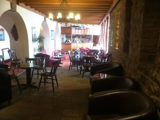 Fort d'Auvergne Hotel: The bar in front