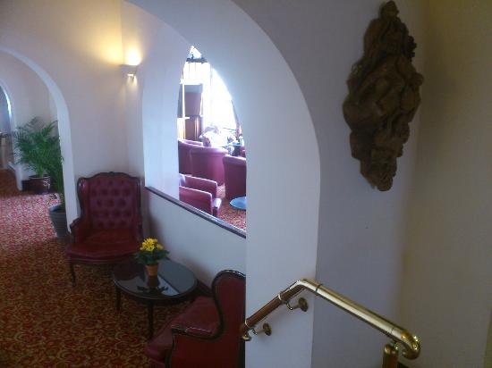 Fort d'Auvergne Hotel : Bar/ lounge area