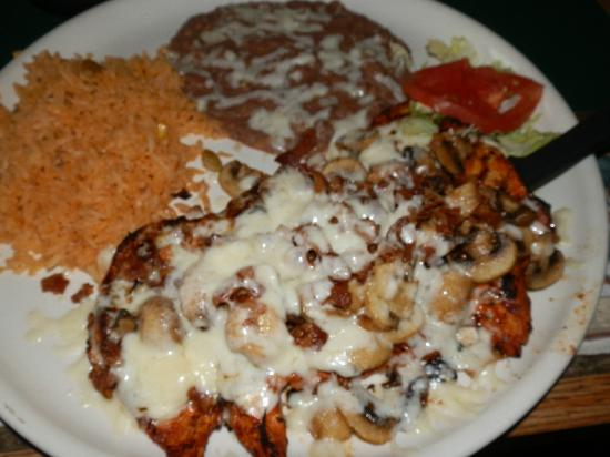 Tequila's Family Mexican Restaurant: Chicken fondido - delicious!!