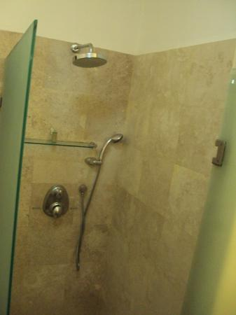 Hacienda Paradise Boutique Hotel by Xperience Hotels: nice shower, great pressure and hot water