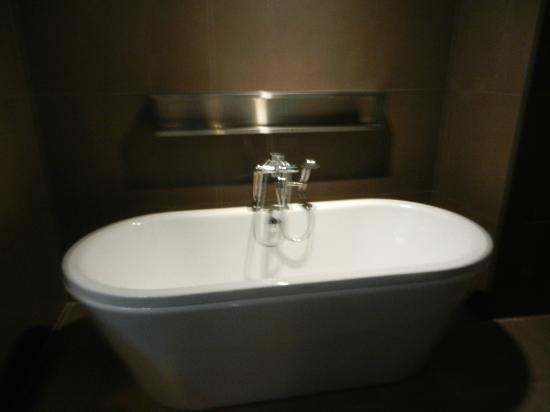 Novotel Bangkok Fenix Silom: Bath