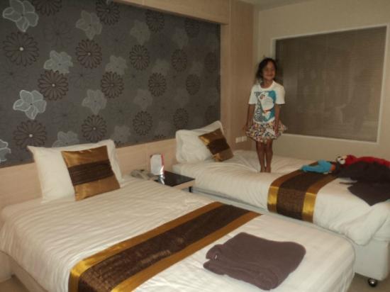 Avana Bangkok Hotel: นอนเตีบงละ 2 อย่างสบายๆ