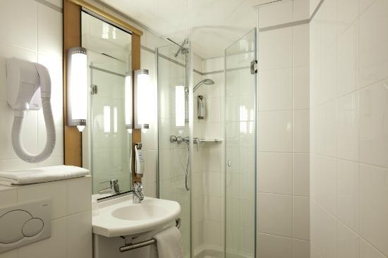 Ibis Paris Gare de Lyon Reuilly: Bath room