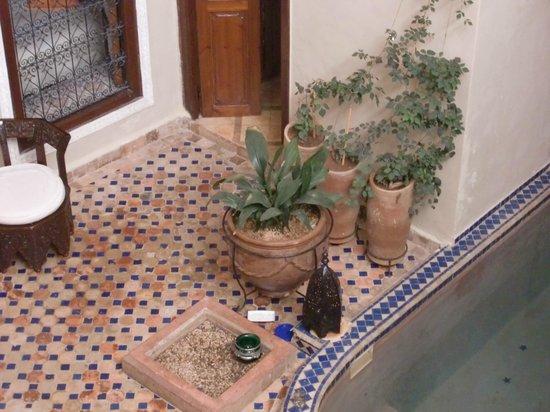 Riad Marana: cortile centrale con vasca