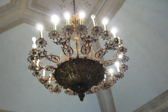 Villa Roncalli : antiker Lüster