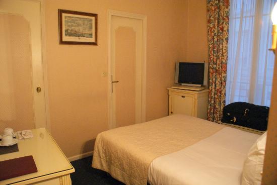 Hotel Victor Hugo Paris Kleber: Small Room