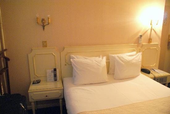 Hotel Victor Hugo Paris Kleber: Small bedroom