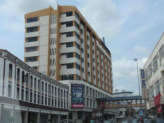 Wana Riverside Hotel: Hotel facade