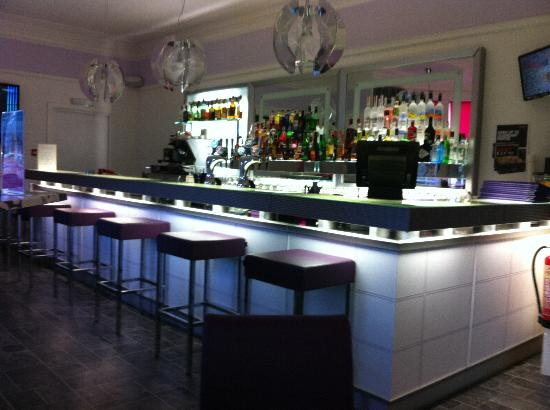 The Clubhouse Hotel: Refurbished bar