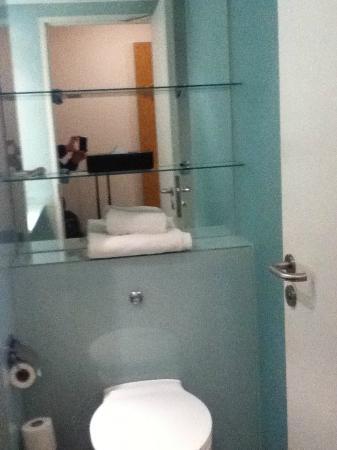 Ramada Encore Belfast City Centre: more mirror