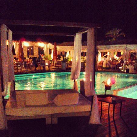 Mood Beach: Pool / restaurant / bar area