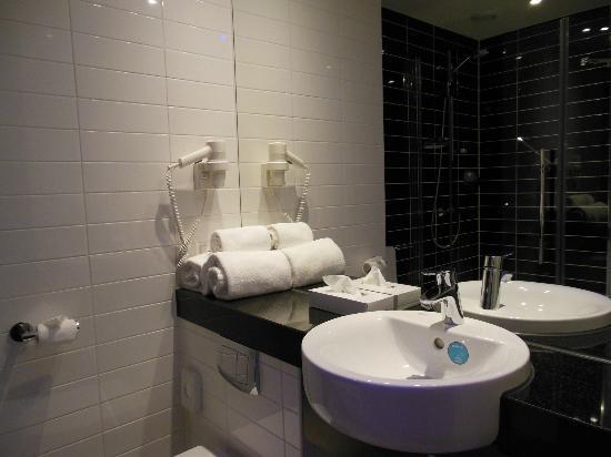 Holiday Inn Express Amsterdam-Sloterdijk Station: Bagno