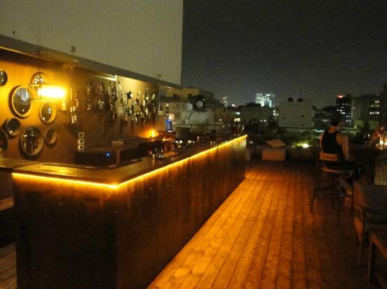 Brown TLV Urban Hotel: Rooftop bar.