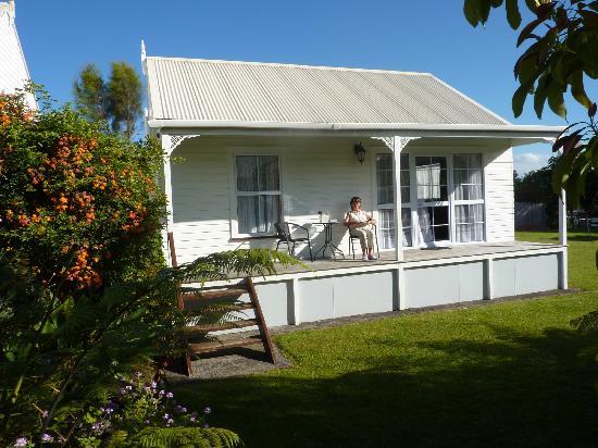 Coromandel Colonial Cottages Motel: Rear of cottage