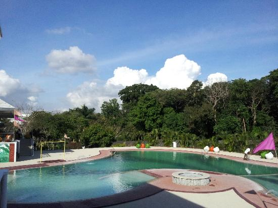 Chateau Royale Hotel Resort and Spa: Pool area