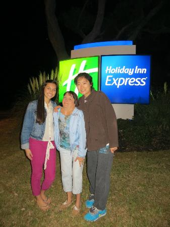 Holiday Inn Express Long Beach: At the entrance to the hotel