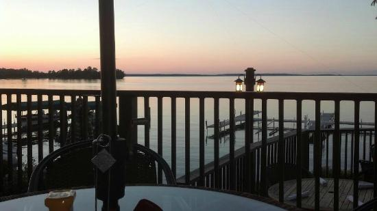 Chase on the Lake: Enjoying supper on the deck!